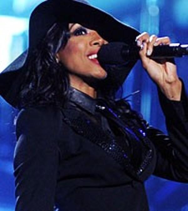 Kelly Rowland, Trey Songz Duet at 2011 BET Awards