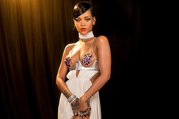 Rihanna Rocks Flower Pasties Drops 135 000 At Amfar