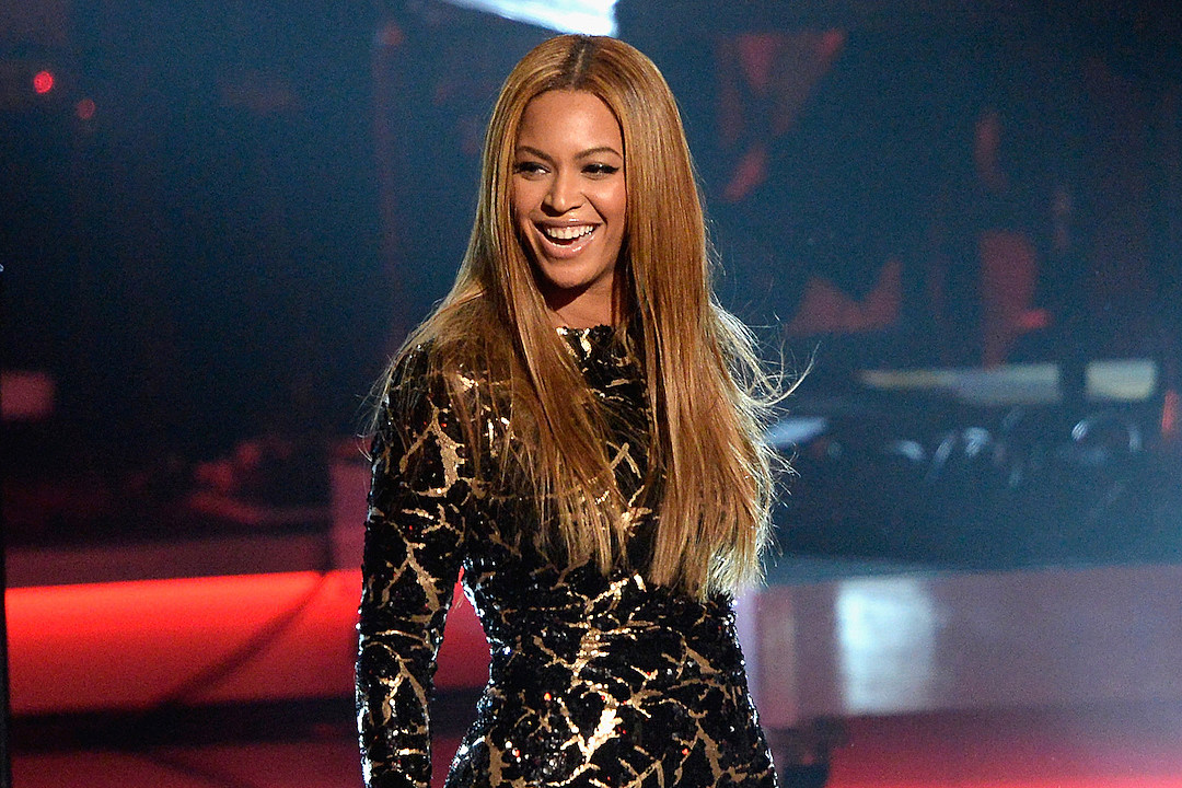 Beyonce Shares Hawaiian Vacation Trip With Her Fans [VIDEOS]