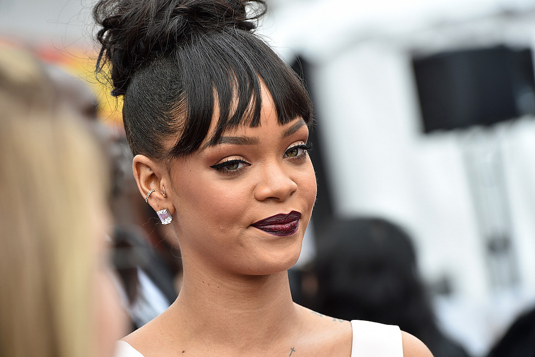 Is Rihanna Dropping a New Single or New Album? [PHOTO]