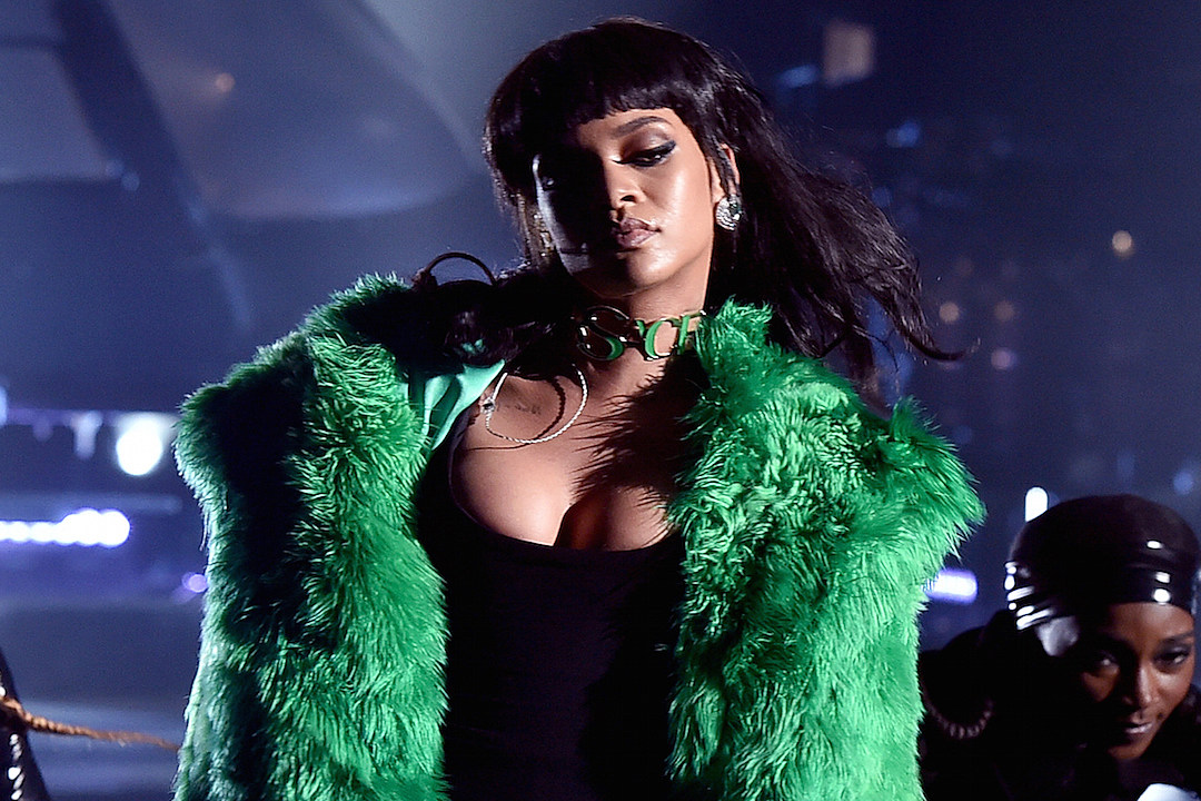 Rihanna Performs 'Bitch Better Have My Money' at 2015 iHeartRadio Music Awards [VIDEO]