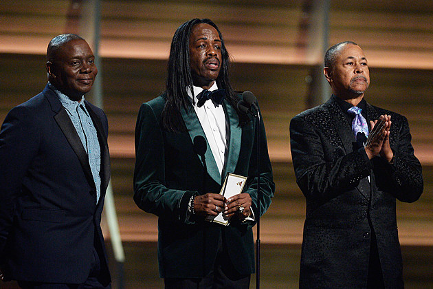 Earth, Wind & Fire Presents Album of the Year at 2016 Grammy Awards, Remembers Maurice White news