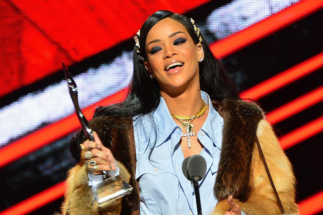 Watch Rihanna Inspiring Acceptance Speech From BETs Black Girls Rock! Event news
