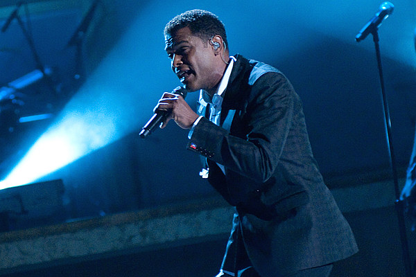 "Maxwell Returns With ""Lake By the Ocean"" news"