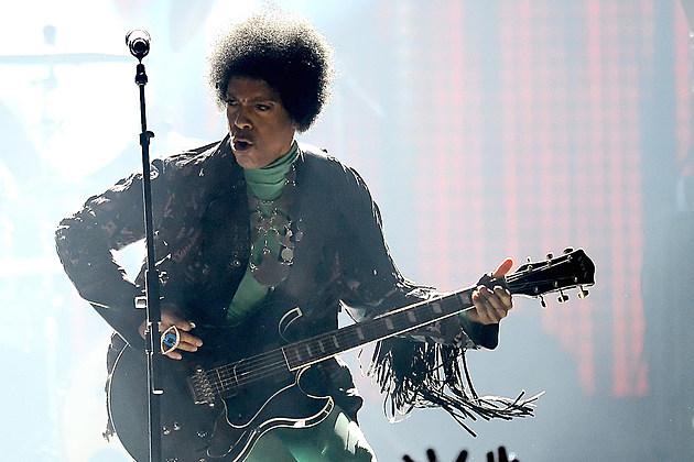 Prince's Death Stuns the World; Celebrities React On Twitter news