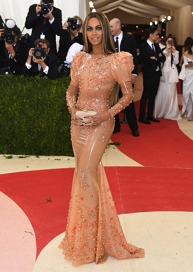 Beyonce Slays in Givenchy Gown, Arrives Without Jay Z at 2016 MET Gala [PHOTO] news