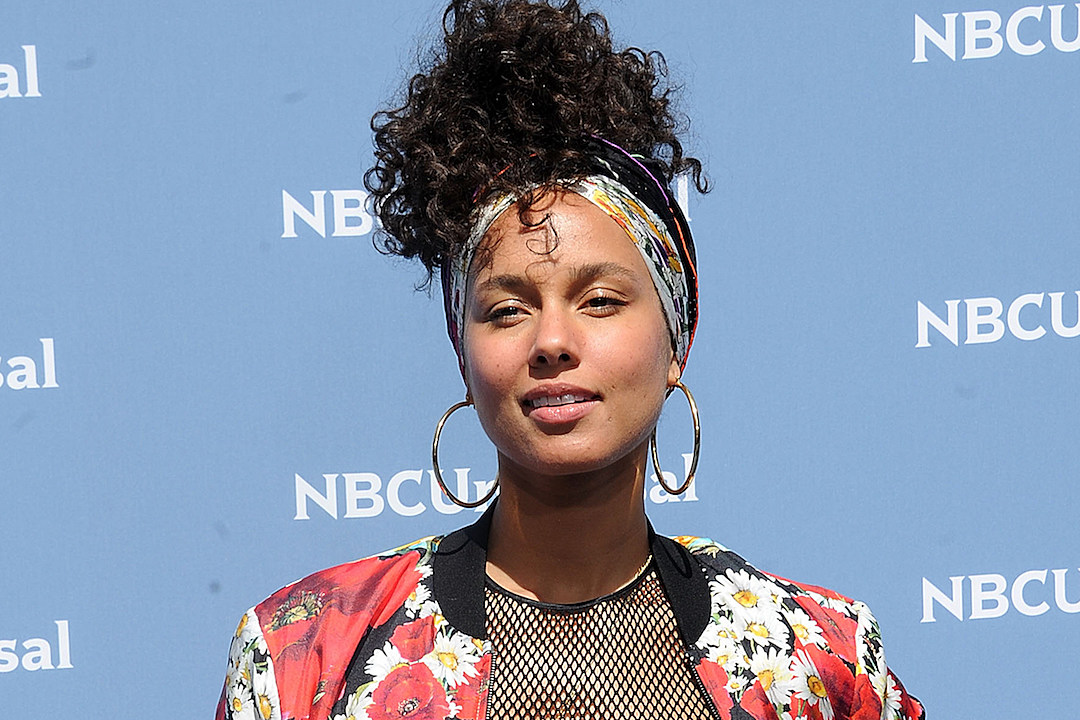 Alicia Keys Shares a Powerful Message on the Refugee Crisis in 'Let Me In' Video news
