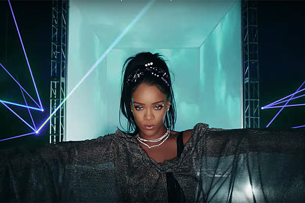 Rihanna Stunned by Fan's Singing of 'FourFiveSeconds' on 'ANTI' Tour [VIDEO] news