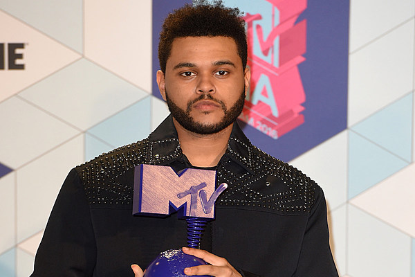 The Weeknd Wins Best Urban Contemporary Album and Best R&B Performance at 2016 Grammy Awards news