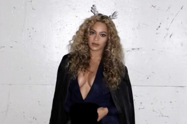 Beyonce Shows Off Lemonade Christmas Tree In Holiday