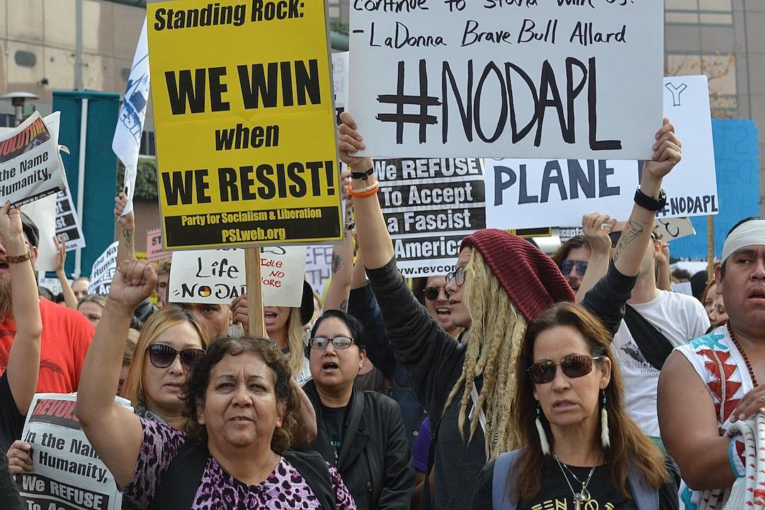 trump signs exec orders moving keystone dakota access pipelines forward