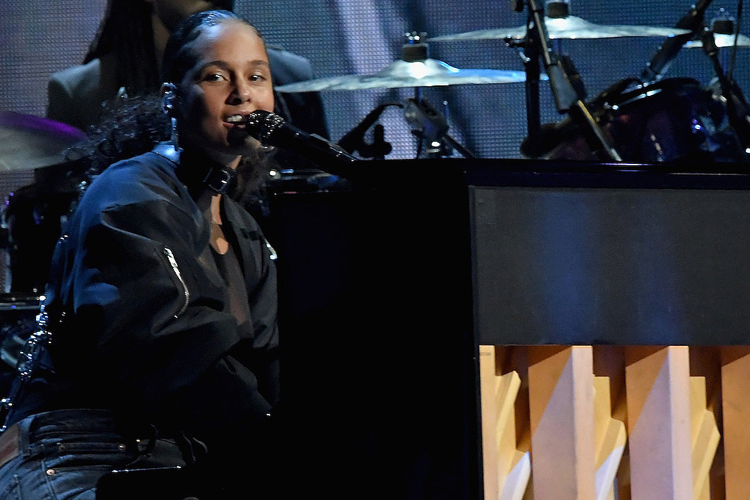 Alicia Keys Honors 2Pac at 2017 Rock and Roll Hall of Fame Ceremony