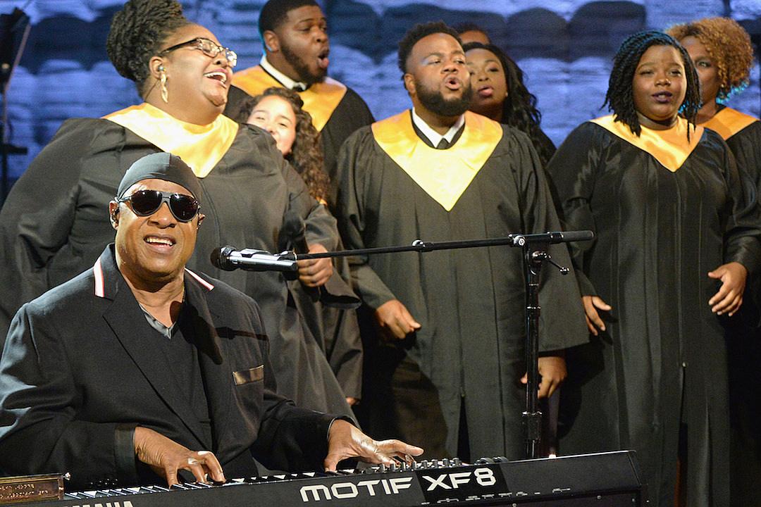 Stevie Wonder Takes Both Knees 'for America' at Global Citizen Festival [VIDEO]