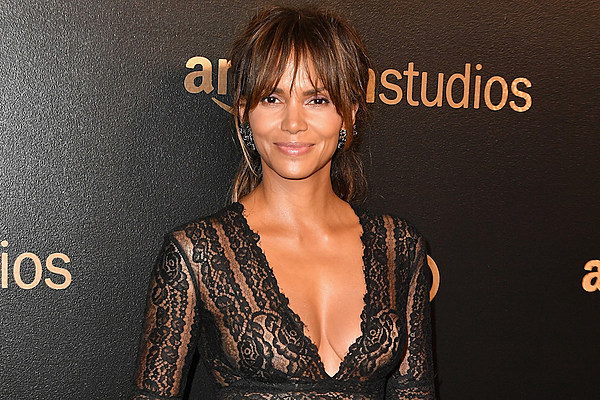 10 Reasons Why Halle Berry's Instagram Is So Poppin' [PHOTOS] Halle Berry Instagram